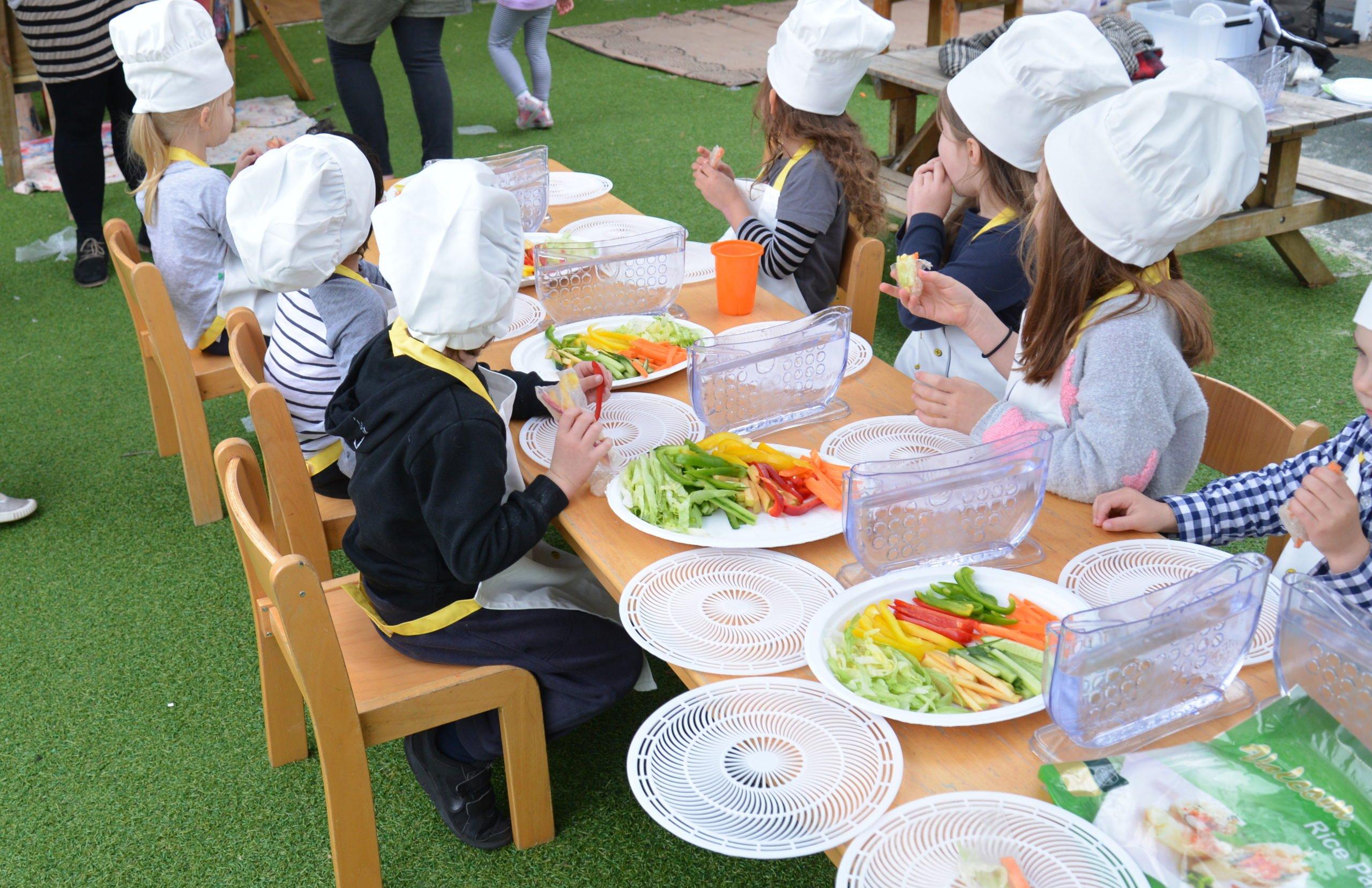 kids eating at workshop